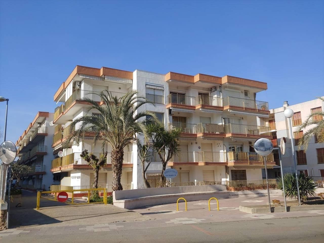 Alquiler de Temporada Piso  Calle diputacio, 143. Apartamento a tan solo 50m de la playa. el apartamento dispone d