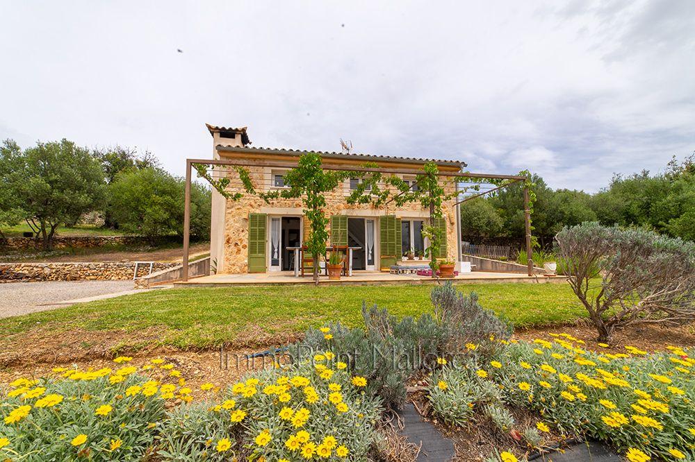 Alquiler Casa en Selva. Una finca acogedora y bien cuidada en el campo.
