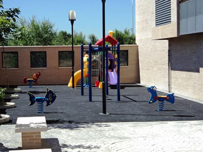 Foto 2 de Piso en Pedro Machuca. Ed. Goya. Resid. Ciudad de la Luz, 100 Polígono Cartuja – La Paz