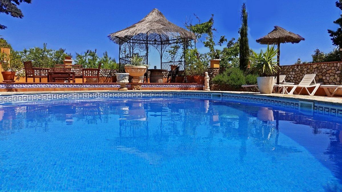 House  Torrelles de foix ,vilafranca del penedès. Con piscina y pista de tenis privada