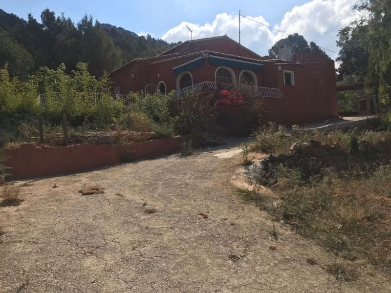 House in Banyeres de Mariola. Beautiful country house in pedreguer for sale