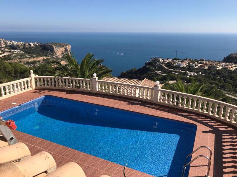 Lloguer Casa en La Fustera. An excellent villa for long term rent with spectacular sea views