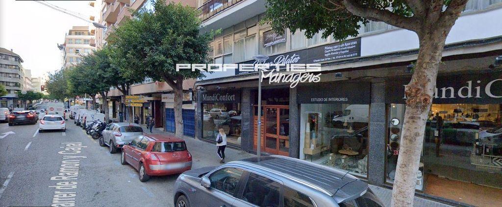 Traspaso Local Comercial  Ramón y cajal. Se traspasa local comercial de 35 m2 en c/ ramón y cajal con lic