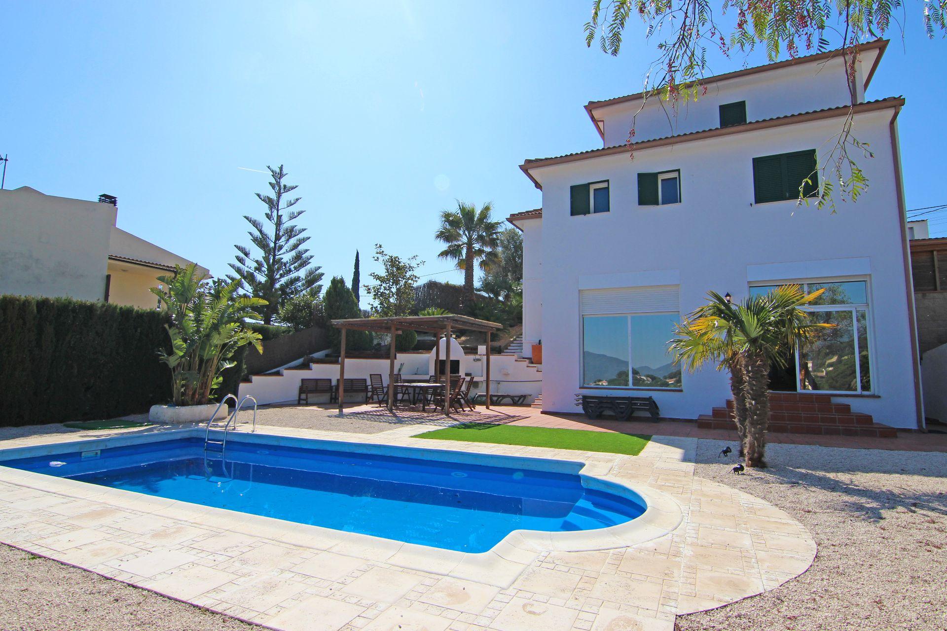 Casa en Sant Cebrià de Vallalta. Fantastica villa de lujo en sant cebrià con piscina con maravill
