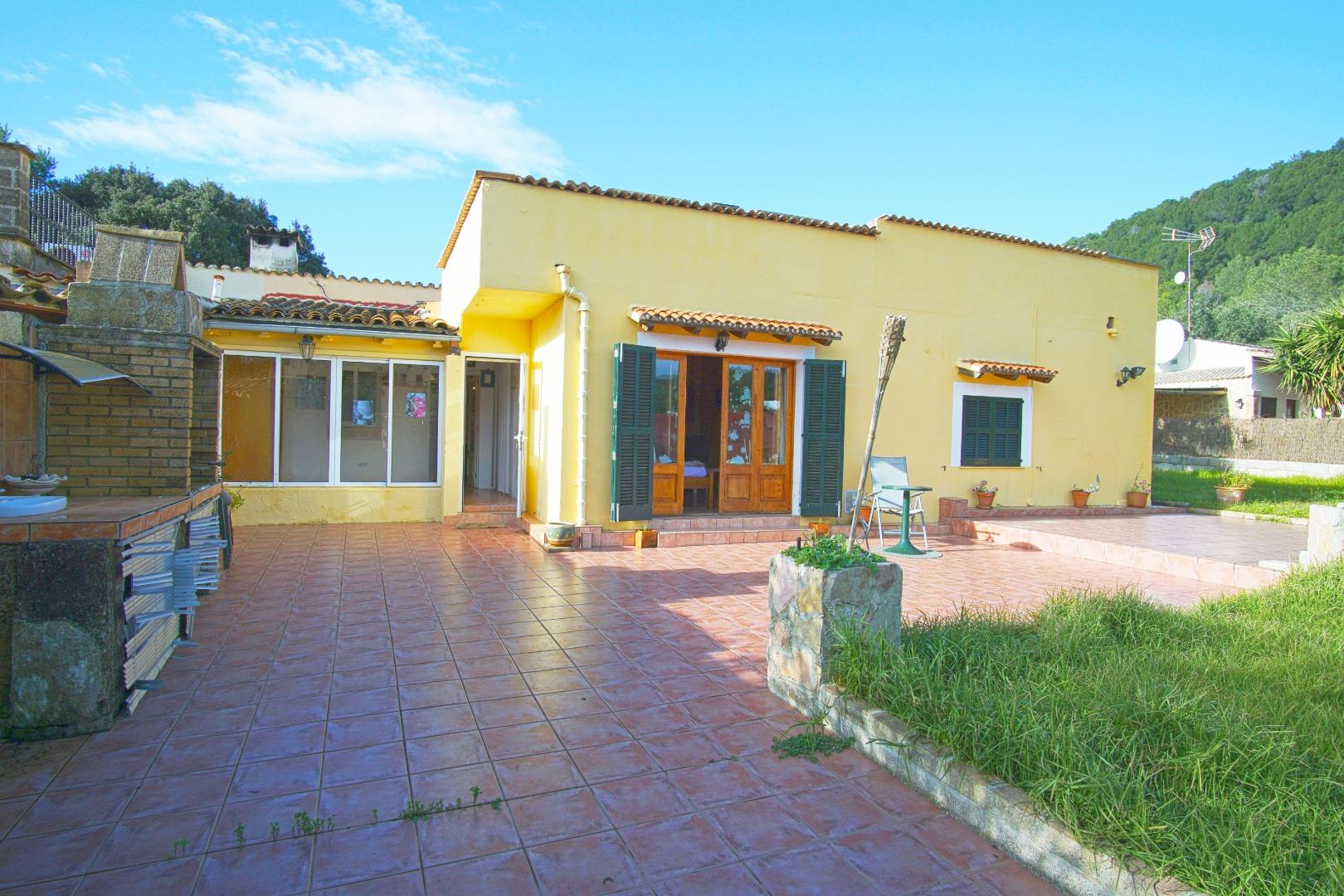 Casa  Carrer del llorer, 11. Villa perfecta con piscina