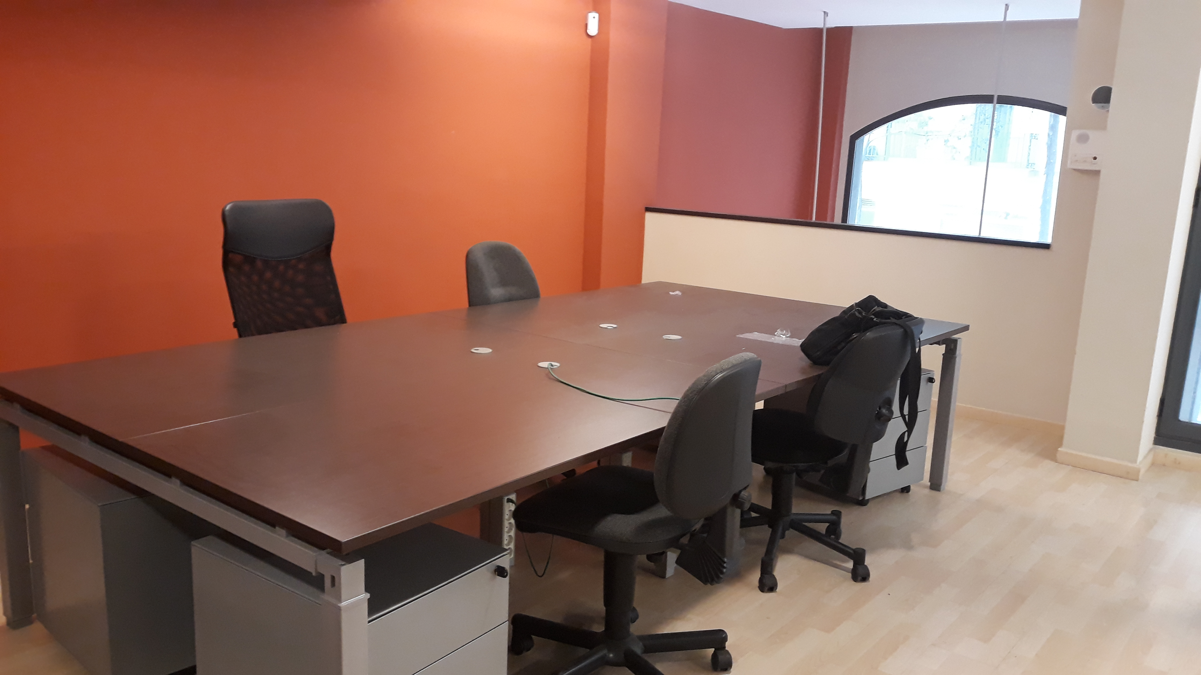 Oficina  Carrer de los castillejos. Se vende oficina de 210 m2 amueblada y equipada junto calle arag
