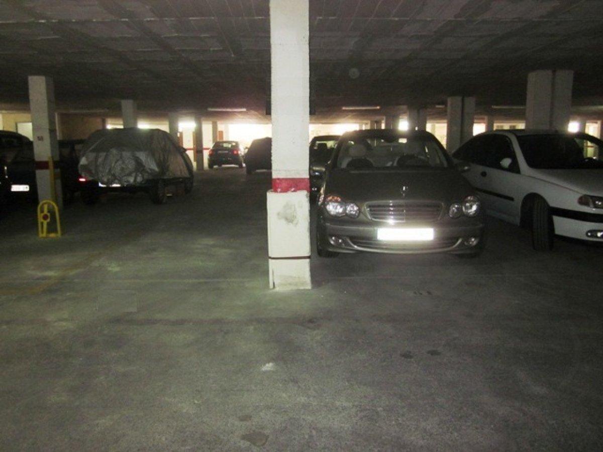 Aparcament cotxe  Torrevieja ,calas blanca. Venta de plazas de garajes con salida a dos calles