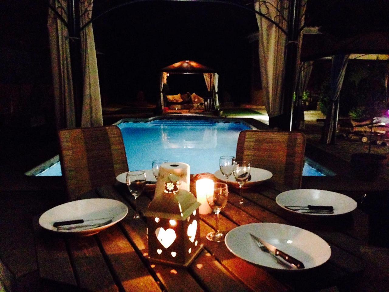 Casa  Camino arroba de hornos. La piscina es el punto de reunión de amigos y família. nos encan