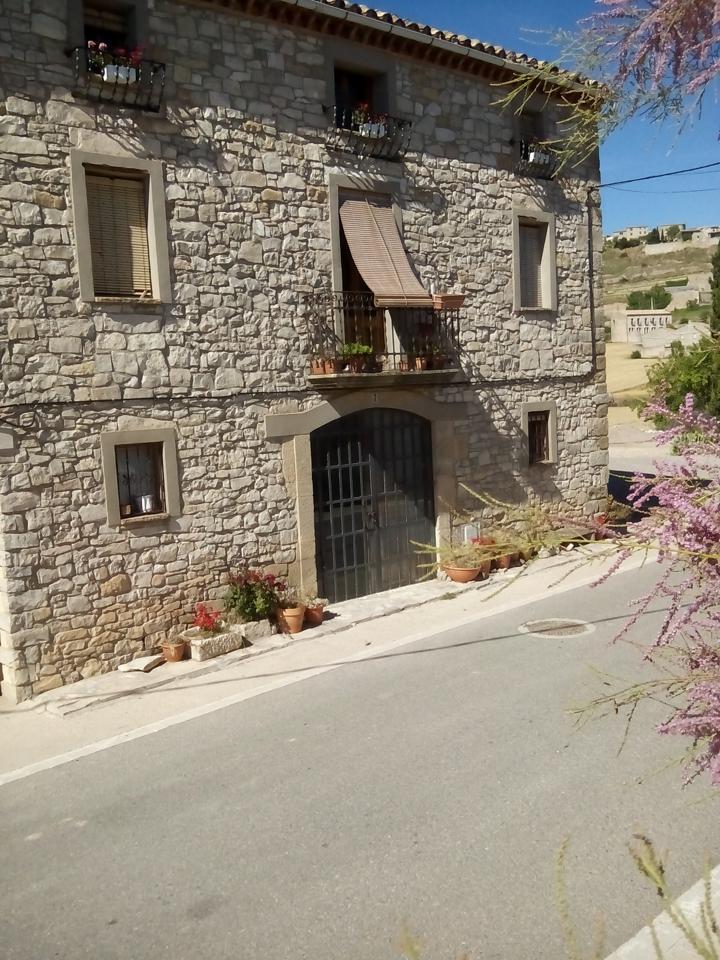 Casa en Forès. ¿quieres sacar rentabilidad a tu propio hogar? esta preciosa mas
