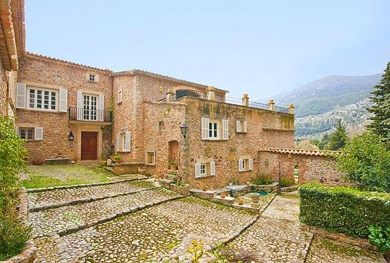 Haus in Escorca. Finca rústica ubicada en un valle en escorca, mallorca.