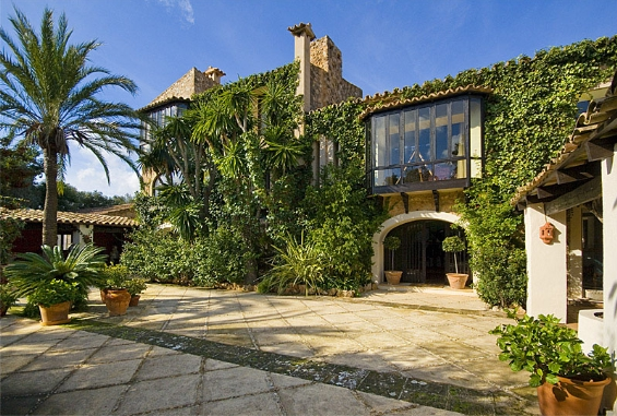 House  Portol. Espectacular villa muy cerca de palma con hermoso patio interior