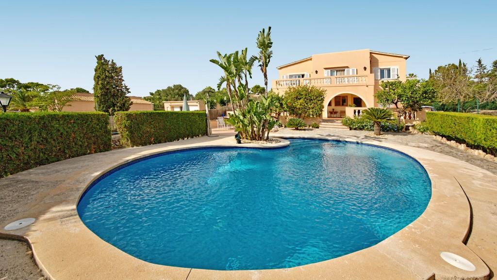 House  Sa cabaneta. Tranquila villa en venta con vistas a la bahía de palma en sa ca