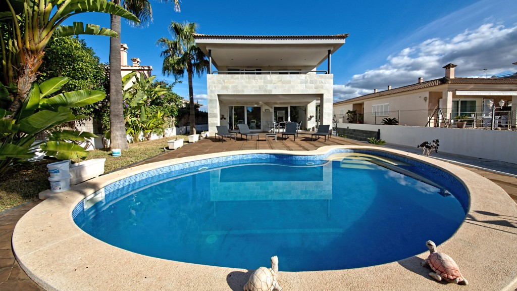 Alquiler Casa  Sometimes. Espaciosa villa cerca de la playa en sometimes, palma de mallorc