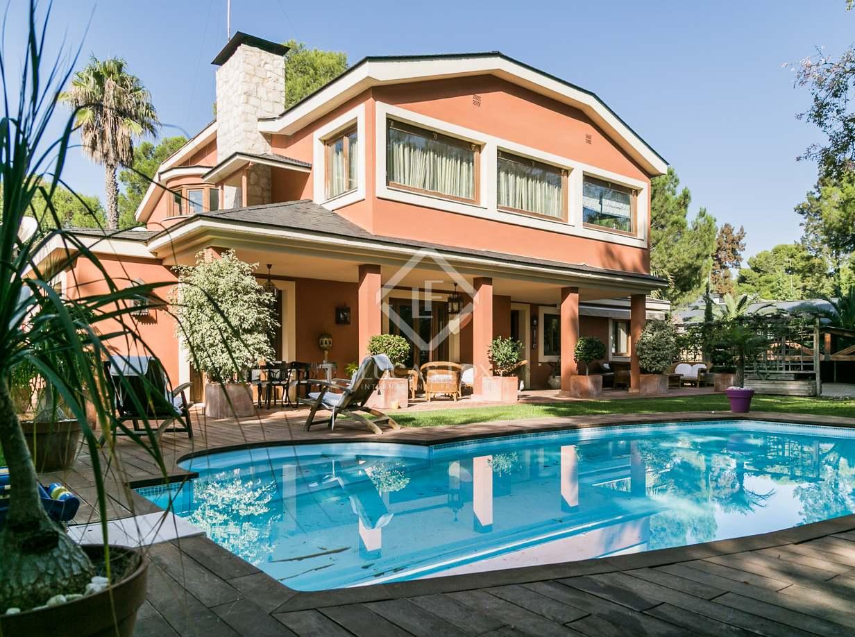 Affitto Casa in Rocafort. Casa reformada con jardín y piscina en alquiler en santa bárbara