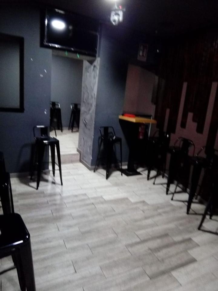 Alquiler Local Comercial  Calle de moratín. Características principales:  -> salida de humo  -> licencia bar