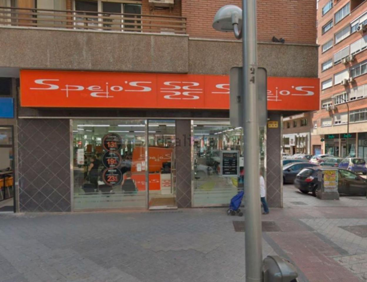 Alquiler Local Comercial  Calle clara del rey. Características principales: ->superficies: 92 m² construidos e