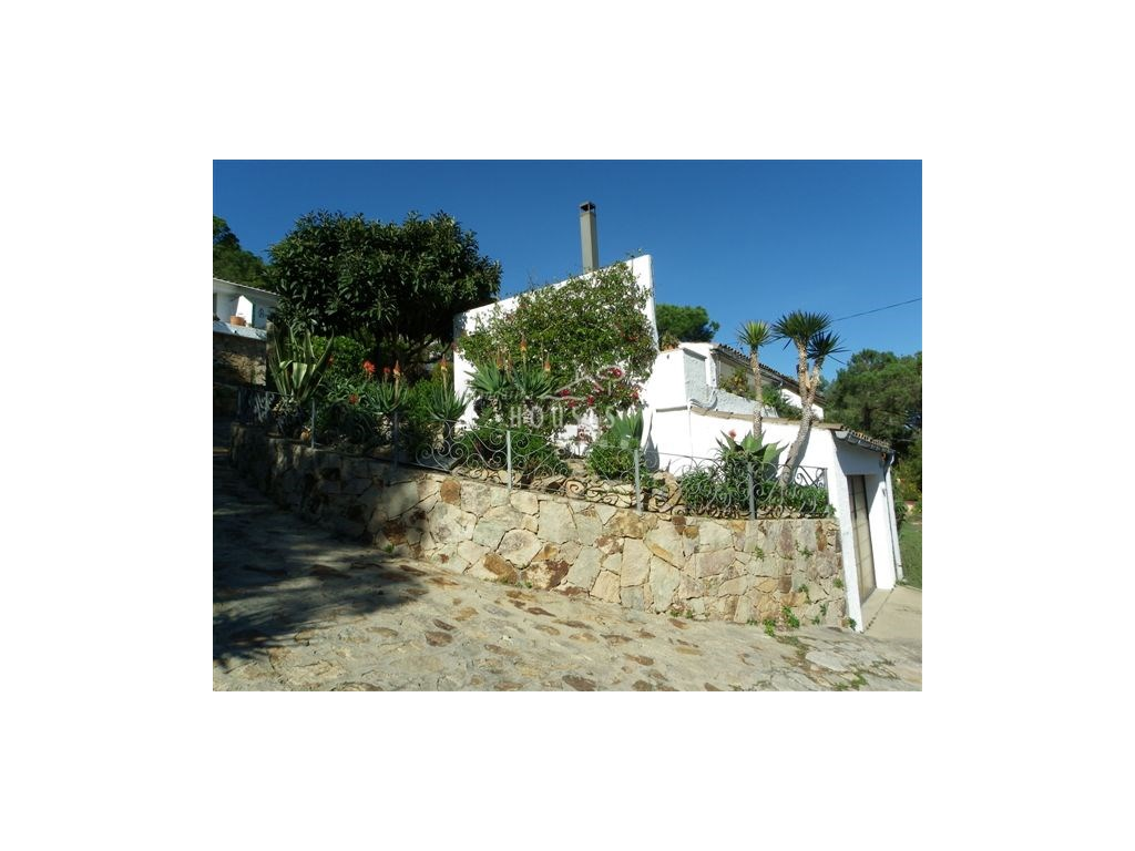 Casa  Santa maria de llorell, tossa de mar, girona, españa. Casa semi-adosada en la costa brava