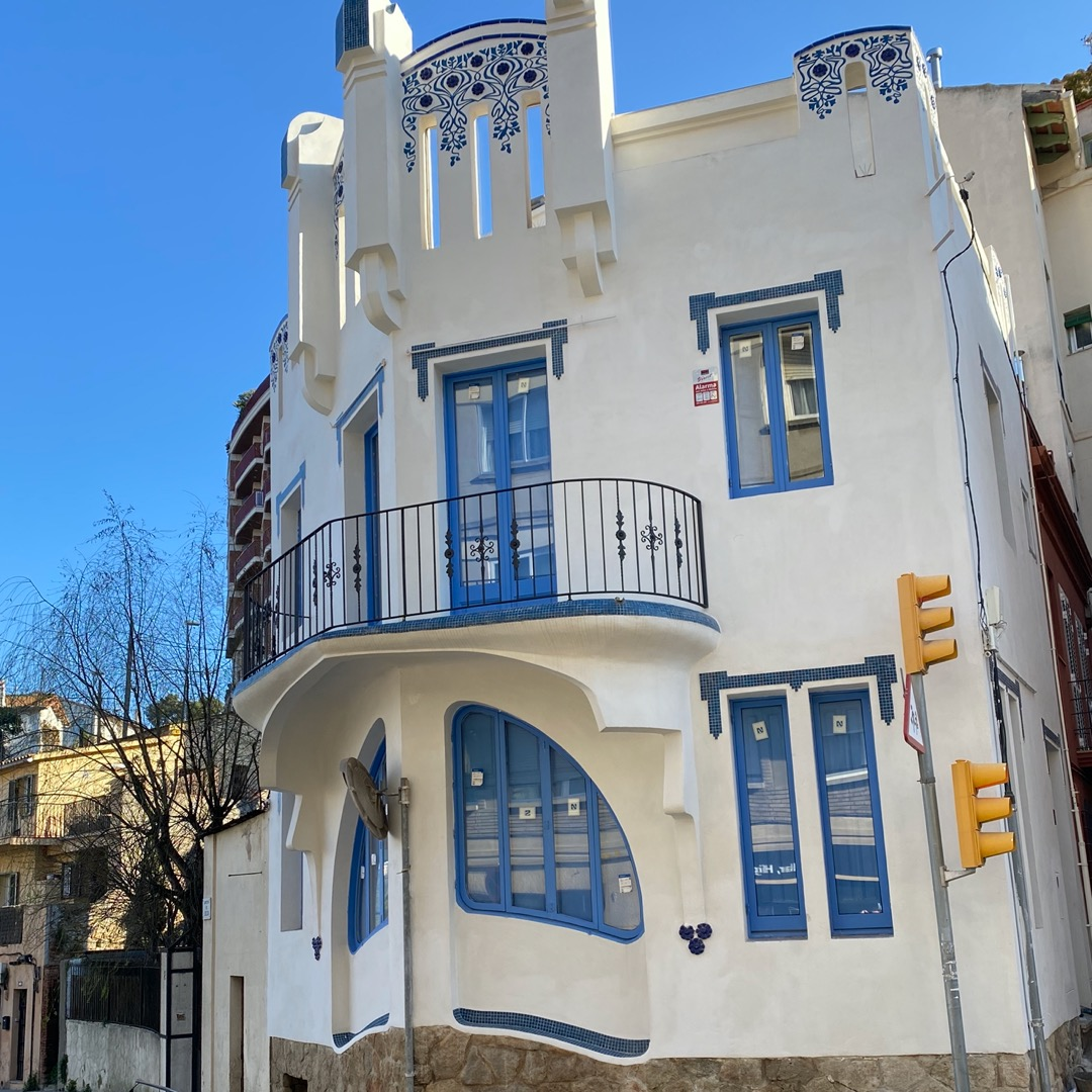 Lloguer Casa  Carrer de l'alcalde miralles. Casa singular de 3 habitaciones terraza