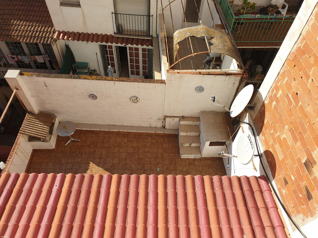 Edifici  Calle carrer sant lluis. Se vende casa de 3 plantas al lado de la playa que consta de 6 v