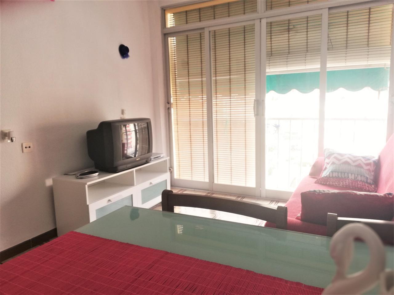 Rent Flat in Playa de Gandía. Interesante apartamento en alquiler en el centro de la playa de
