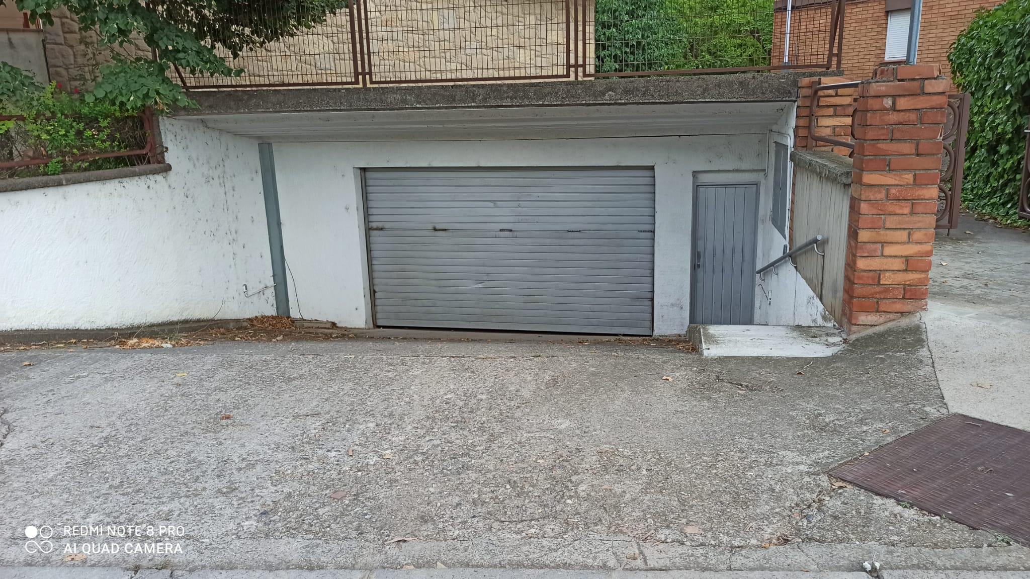 Aparcament cotxe  Carrer pedraforca. Plaza de parking en residencial delta