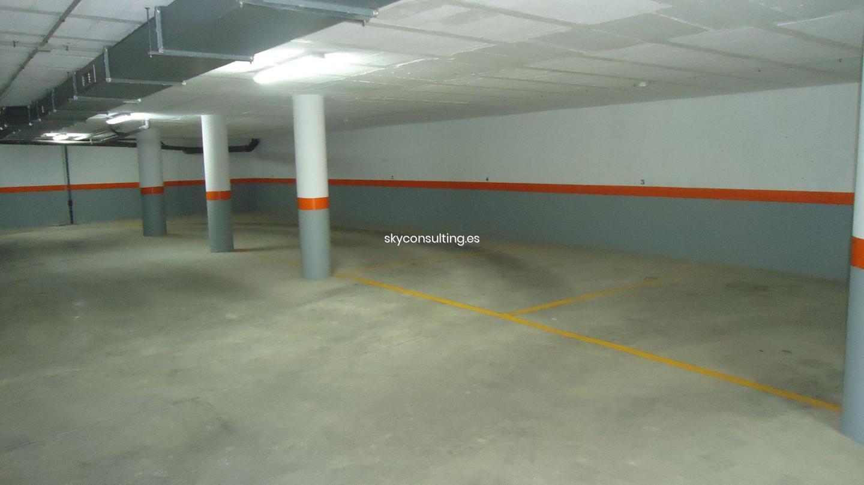 Autoparkplatz  Calle plaça del nou d'octubre. Disponemos de 7 plazas de garaje en plaza 9 de octubre miramar v