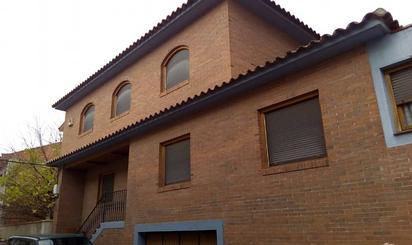Casa adosada en venta en La Almunia de Doña Godina