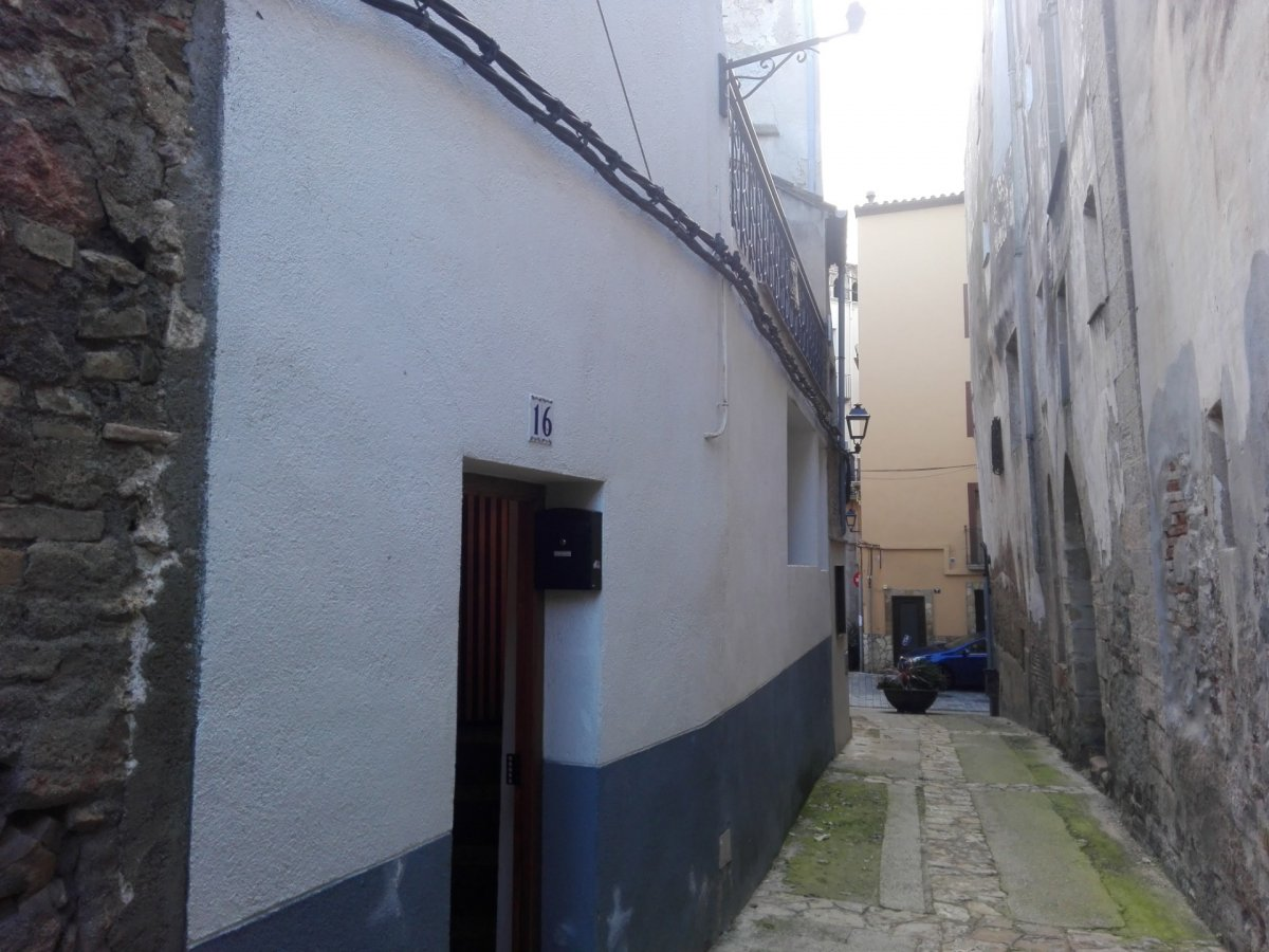 House  Falset ,centro. Centrica casa en centro historico de falset (priorato zona vitiv