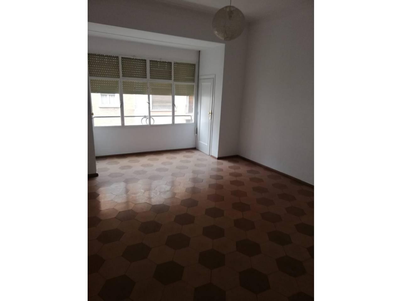 Alquiler Piso  Calle major. Piso de 200 m2 con 8 habitaciones.  el piso dispone de ocho ha