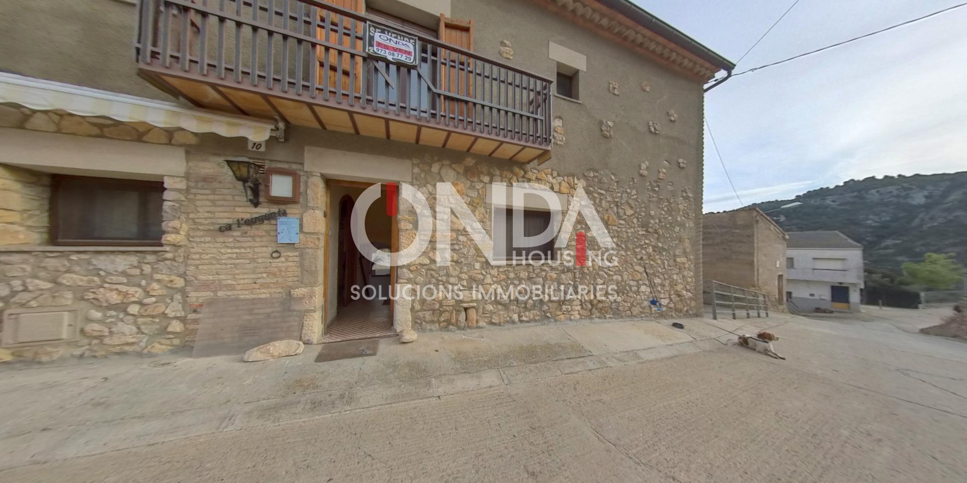 House in Os de Balaguer. Casa rústica con almacén justo delante!!