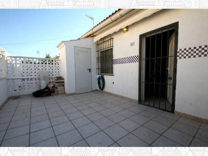 Casa adosada en torrevieja en zona carrefour for Casita jardin carrefour