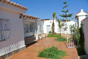 Venta Vivienda Casa-Chalet villa independiente con piscina y 800 metros de pa