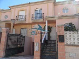 Casa adosada en Venta en Alhelí / Linares