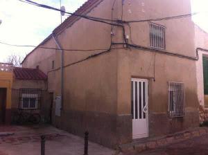 Casa-Chalet en Venta en Nueva / Casas de Juan Núñez