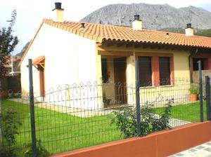 Casa adosada en Venta en Hoces, 3 / Vegacervera