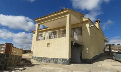 Viviendas y casas en venta con piscina en Benisanó
