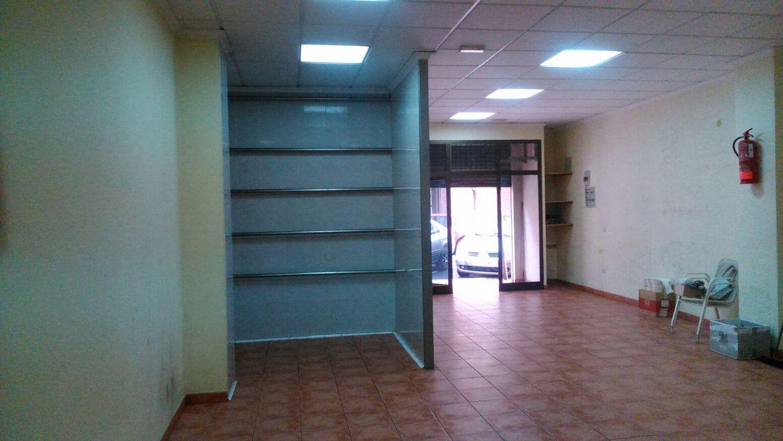 Location Local commercial  Mislata ,almacil-mislata. Se alquila local polivalente, precio negociable