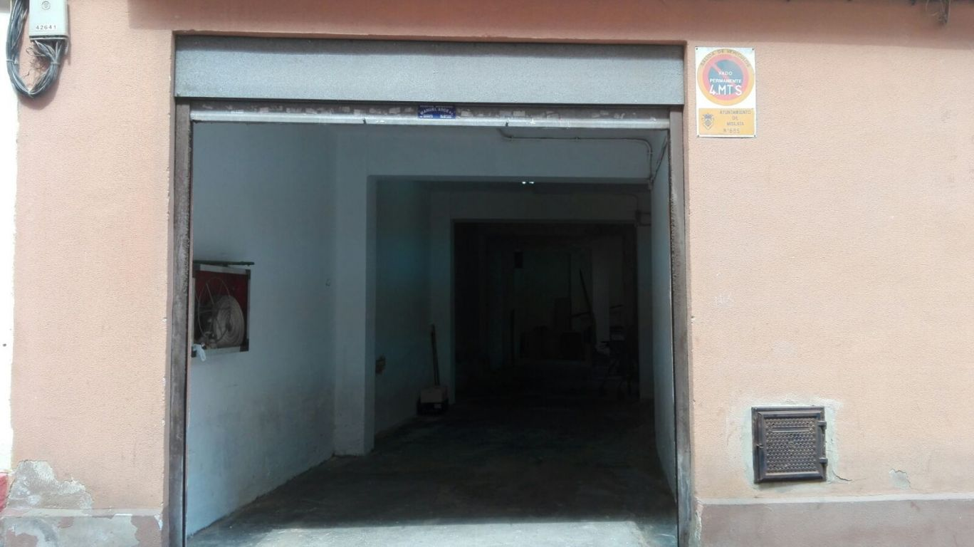 Location Local commercial  Mislata ,metro gregorio gea. Local planta baja con vivienda anexa.mislata