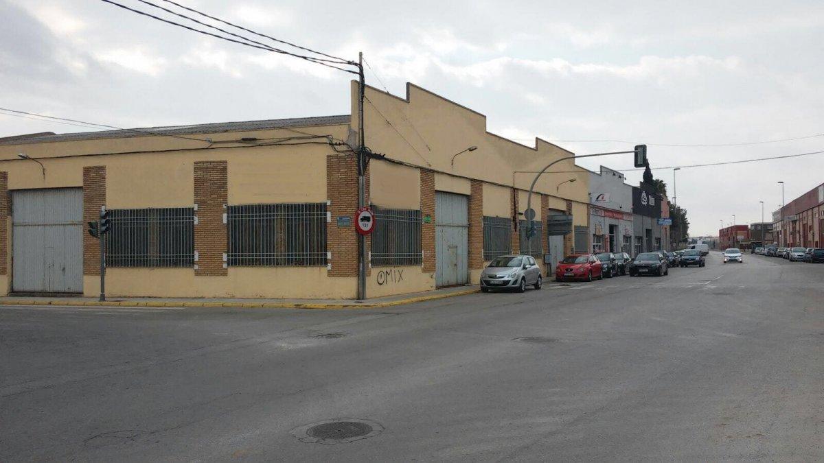 Alquiler Nave industrial  Alaquas ,camino viejo. Nave industrial recien rebajada