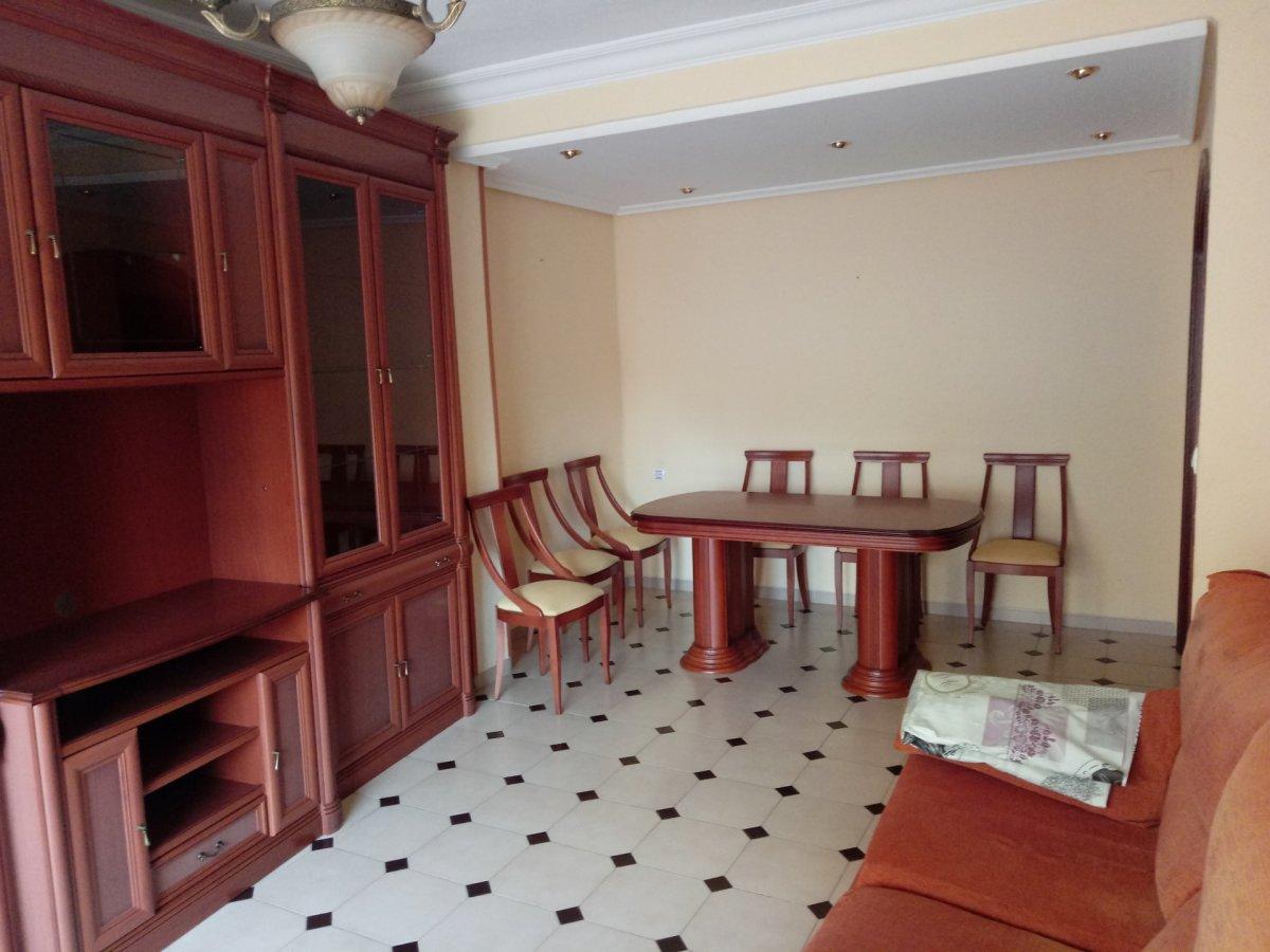 Lloguer Pis  Aldaia ,centro. Piso grande de tres habitaciones, semiamueblado y  cocina equipa