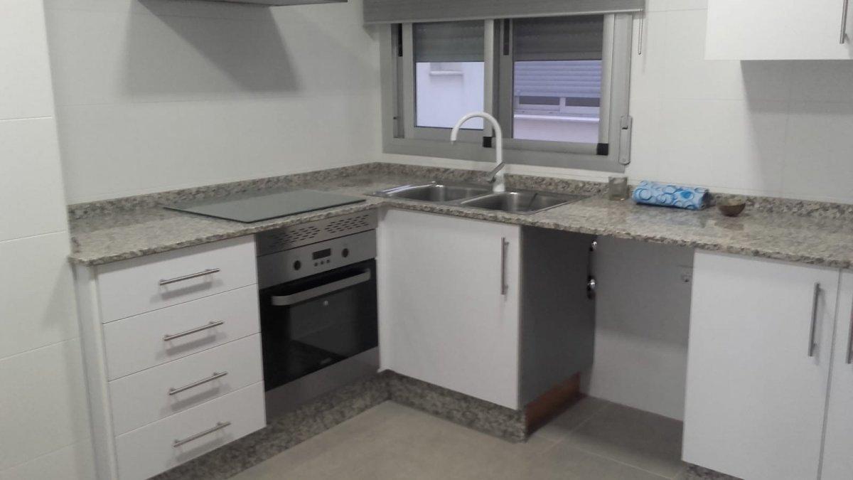 Rent Flat  Xirivella ,cami nou. Piso semi amueblado con garaje incluido