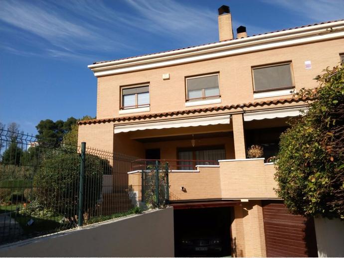 Casa adosada en Calle Fuente De La Junquera   Valdespartera - Arcosur 15d416f4cc0
