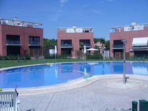 Alquiler Vivienda Casa adosada campolivar zona residencial pareado sin amueblar