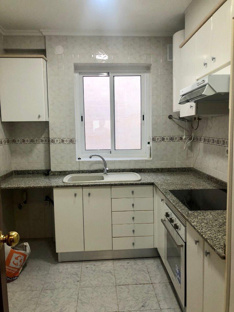 Rent Flat  Alfafar piso  3º sin asc 3 hab por 430 €. Piso en alfafar 3º sin ascensor reformado cocina y baño, paredes