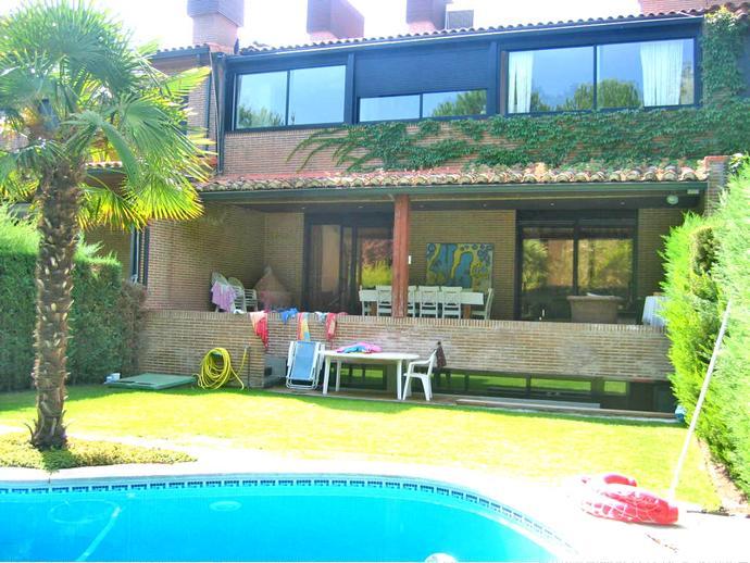 Casa adosada en boadilla del monte en valdepastores en for Calle alberca 9 boadilla del monte