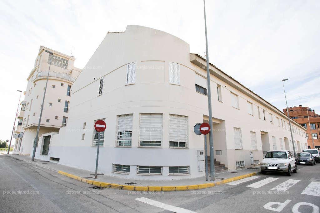 Parking coche  Calle bascula. Plaza de aparcamiento en venta en calle báscula de massalfasar.