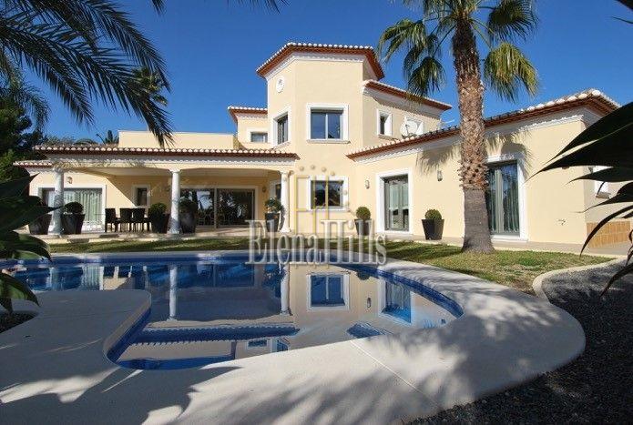 Alquiler Casa en Cala Advocat-Baladrar. Se alquila una villa para estrenar en benissa, alicante