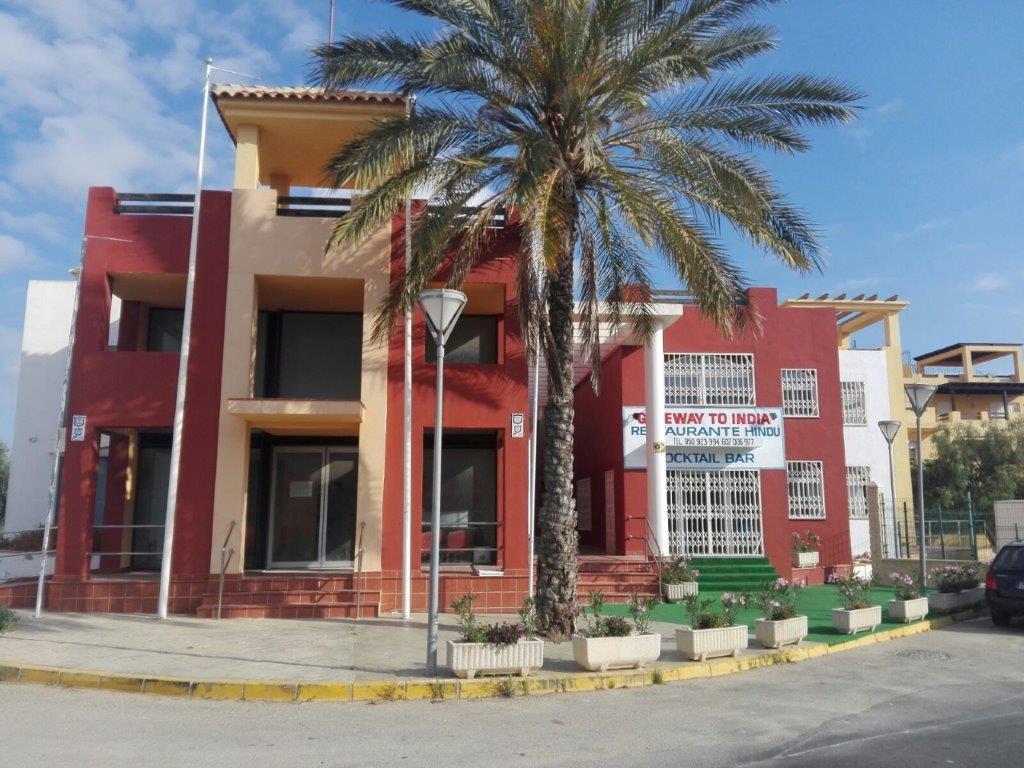 Local - 2ª línea comercial en Calle LOS AMARGUILLOS