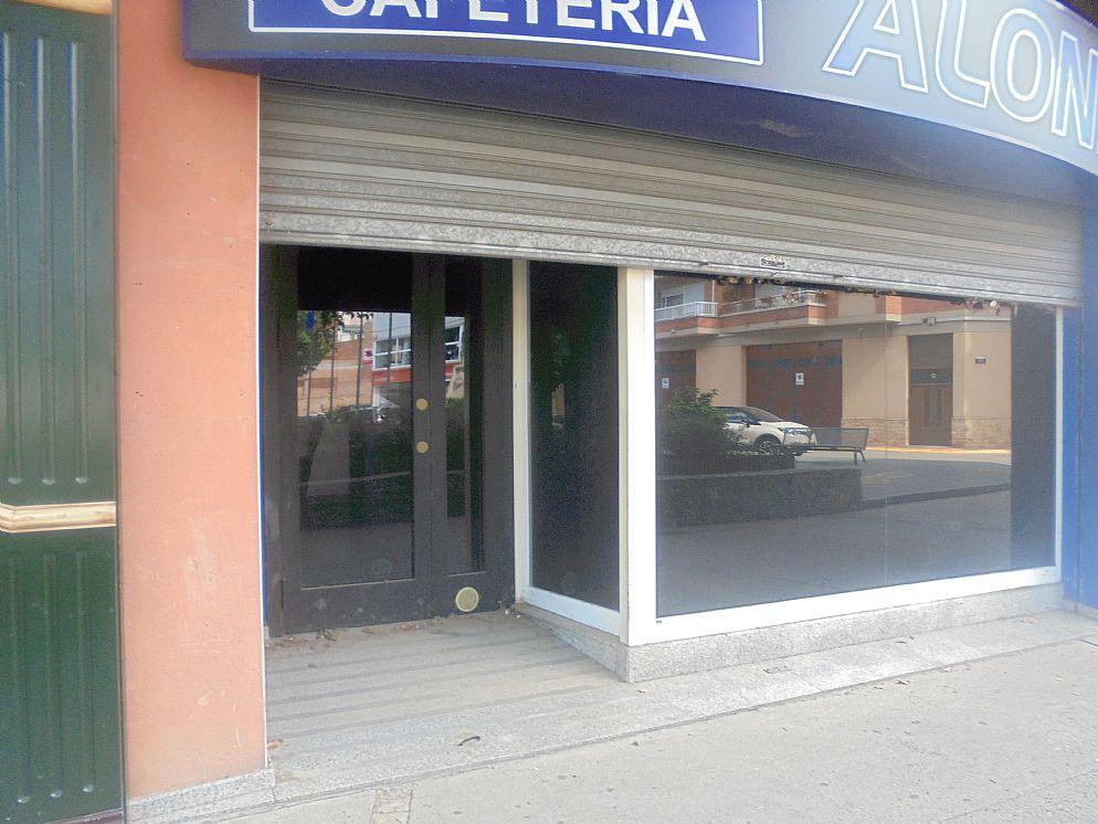 Local - 1ª línea comercial en Plaza Toll