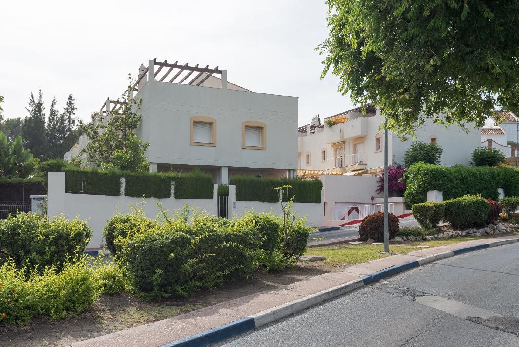Dúplex en Urbanización Nueva Andalucía Aloha.